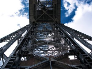 duluth_aerial_lift_bridge_from_beneath
