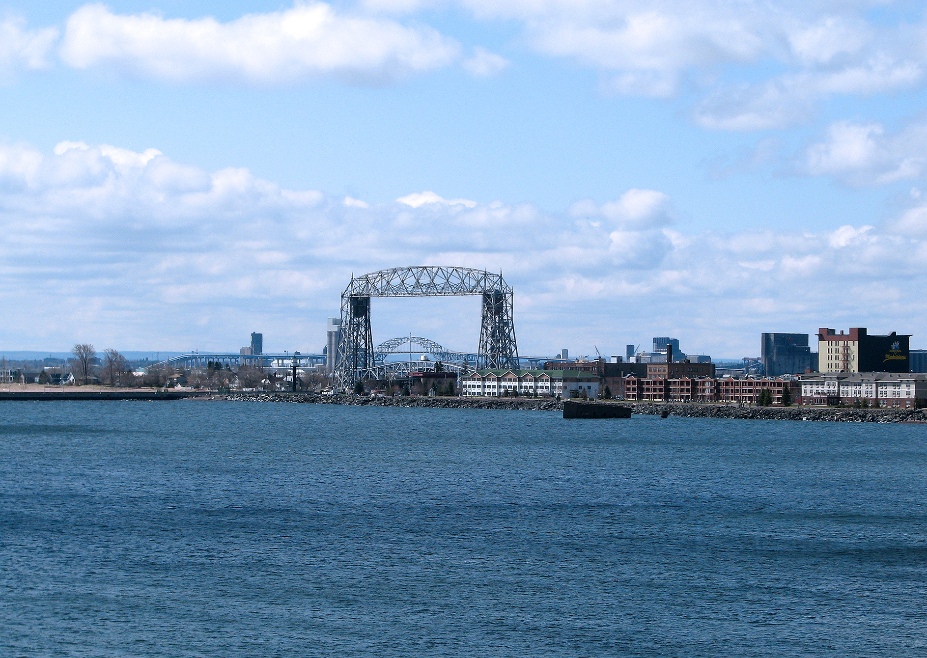 duluth_aerial_lift_bridge_lake_superior_canal_park