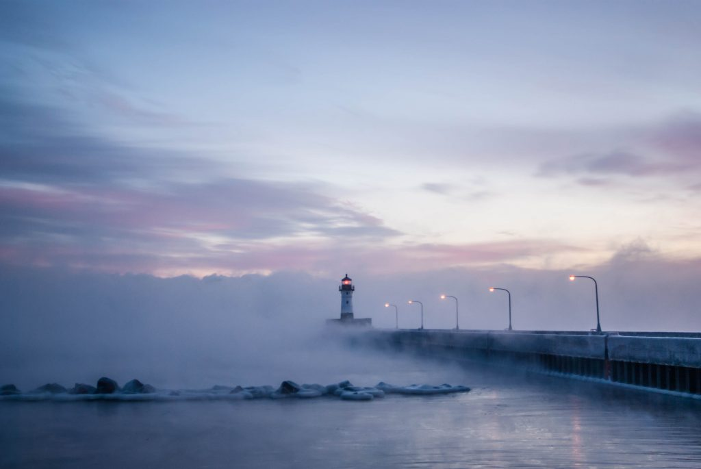 foggy_lighthouse_duluth_minnesota_canal_lake_superior_menique_koos