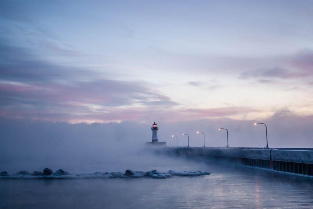 foggy_lighthouse_duluth_minnesota_canal_lake_superior_menique_koos