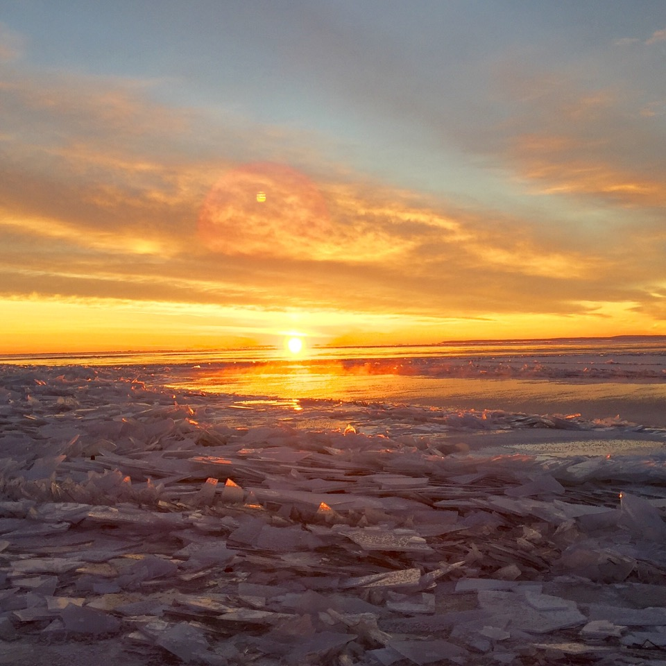 ice_lake_superior_great_lake_sunrise_morning_winter_snow_kristen_swanson