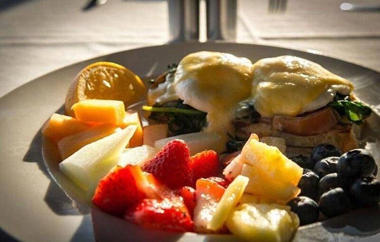 JJ_Astory_Radisson_brunch_fruit_eggs_benedict_duluth_mn