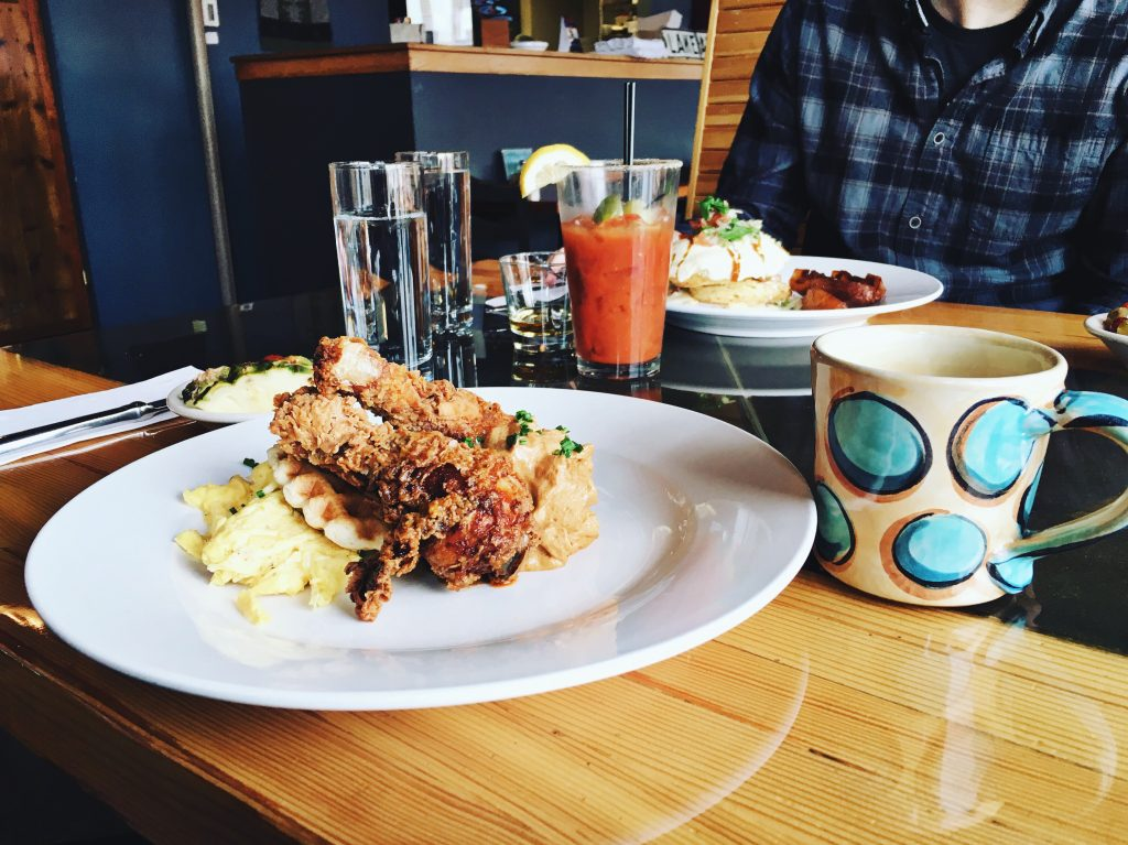 lake_ave_duluth_brunch_canal_park_breakfast_drink_eat_local