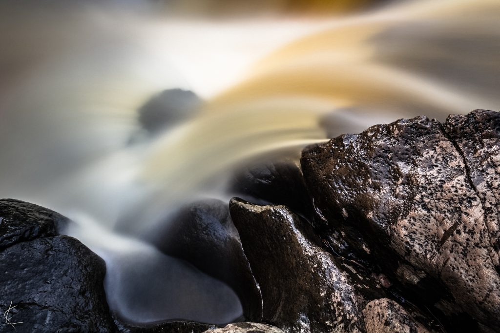 northshore_rocks_water_minnesota_photographer_outdoor_lloyd_fisher