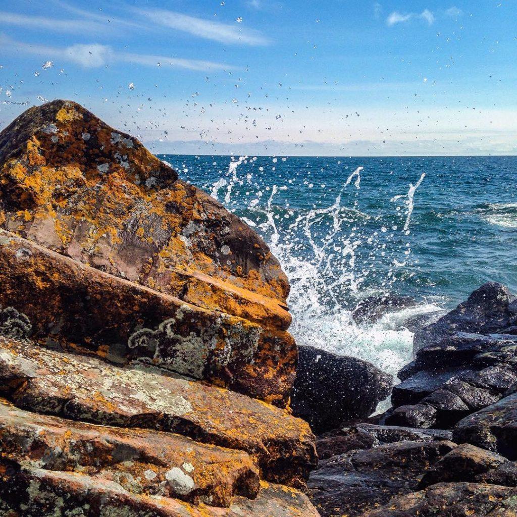 tettegouche-state-park-water-lake-minnesota-summer-jon-schelander